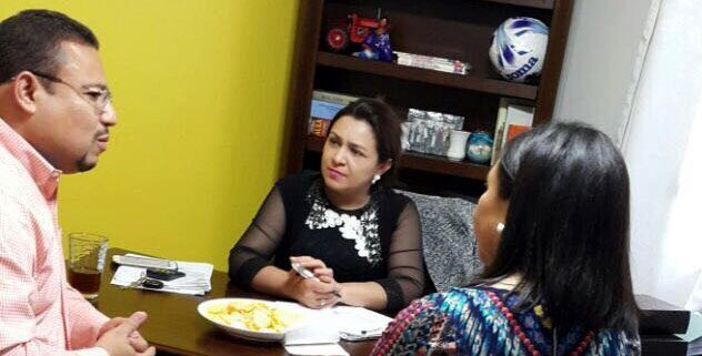 Marlen Alvarenga del PAC diáloga con Omar Rivera y Claudia Aguilar de la ASJ