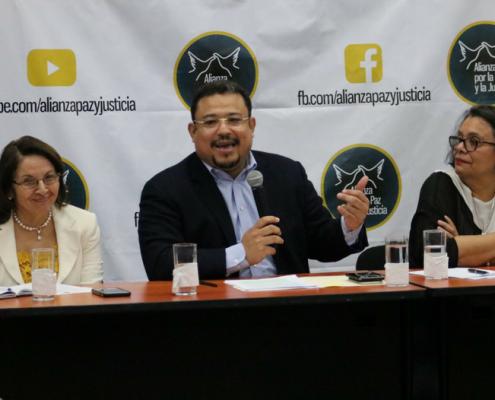 Amanda Madrid, Omar Rivera y Julieta Castellanos